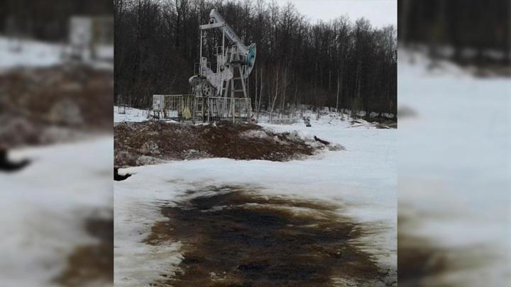 В одном из районов Татарстана произошел разлив нефтепродуктов