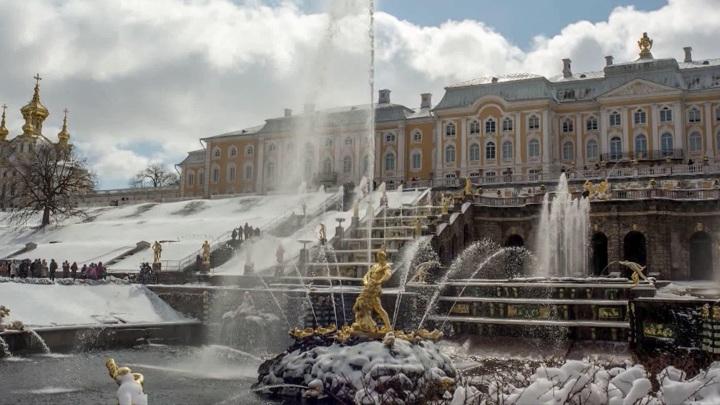 """Знаменитый фонтан """"Самсон"""" в Петергофе готовится к запуску"""