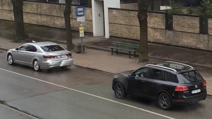 В автомобиль президента Латвии въехали его же охранники