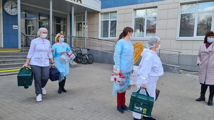 В Москве начали вакцинацию маломобильных горожан от COVID-19 на дому