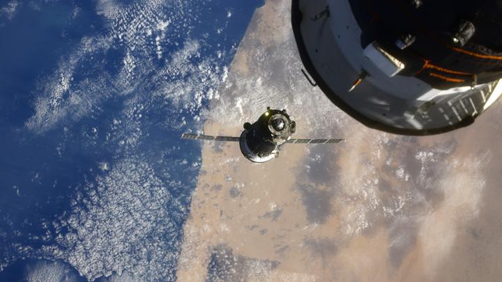 Мусорный остров размером с Калифорнию видно из космоса