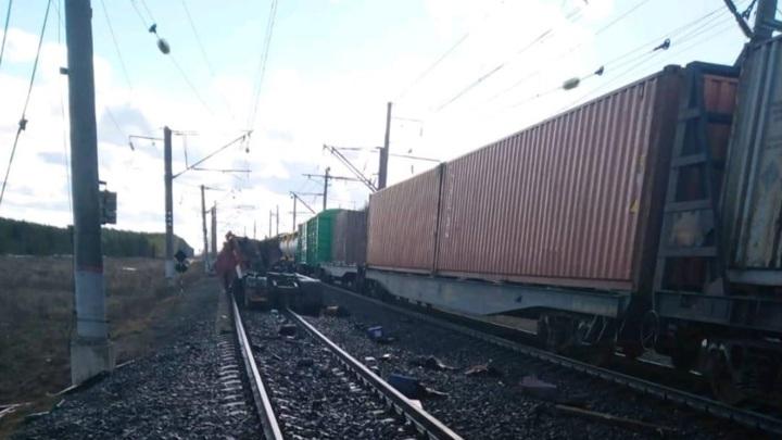 Водитель погиб, выехав под поезд на красный свет