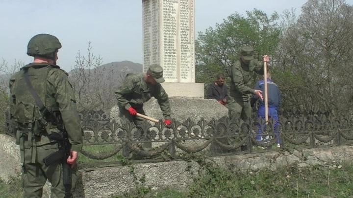 Российские миротворцы в Нагорном Карабахе помогли восстановить военный монумент