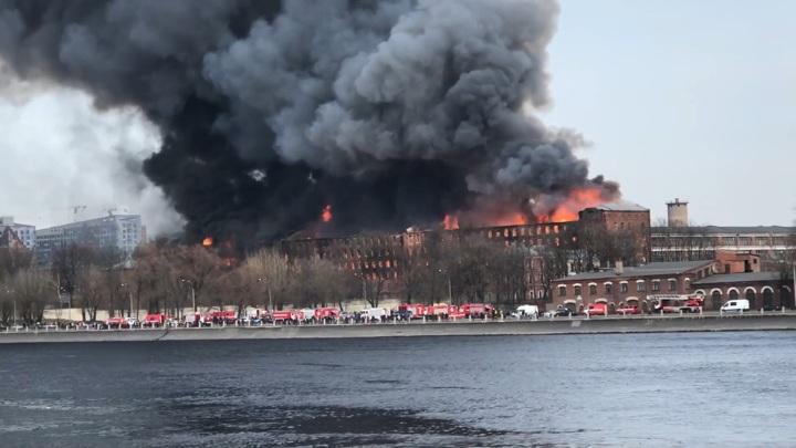 Число пострадавших при пожаре в Санкт-Петербурге увеличилось до пяти