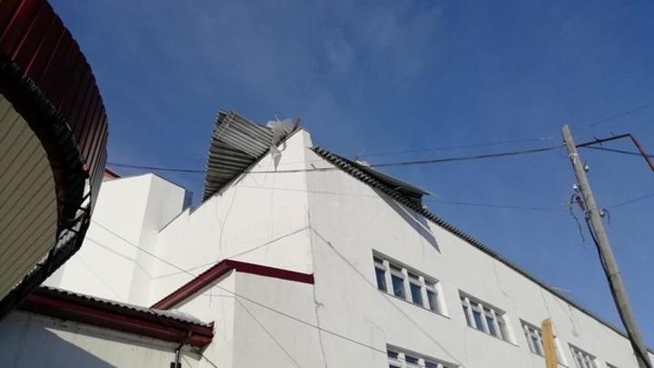 На Ямале шквалистый ветер срывает кровли зданий