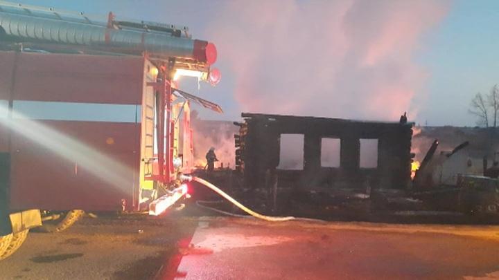 Жертвами пожара в Свердловской области стали четверо детей