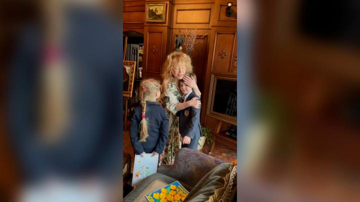 Муж и дети трогательно поздравили Пугачеву с днем рождения