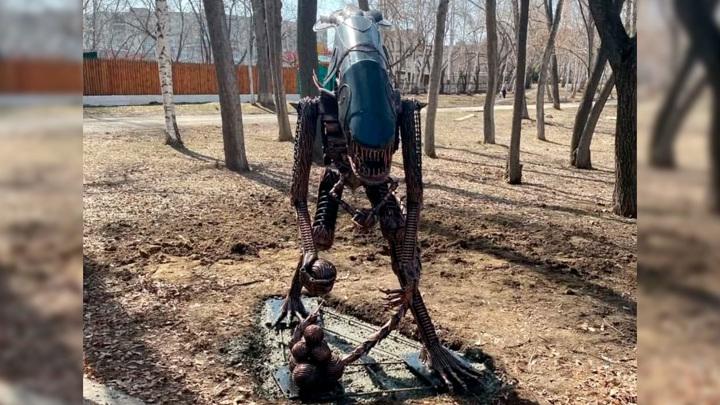 """""""Старшее поколение не оценит"""": в Кургане установили памятник Чужому"""