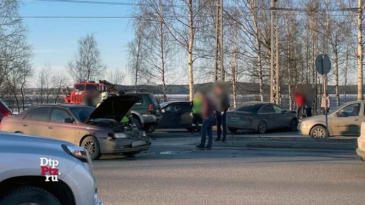 Групповое ДТП с участием трех автомобилей произошло в Петрозаводске