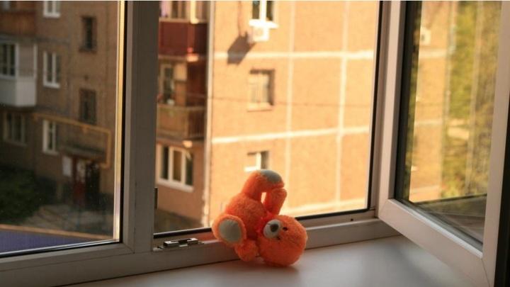 В Чебоксарах ребенок упал с пятого этажа