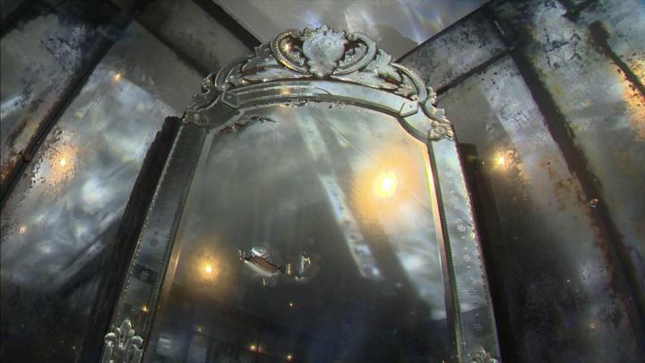 В Музее истории Санкт-Петербурга выставлено зеркало в венецианском стиле