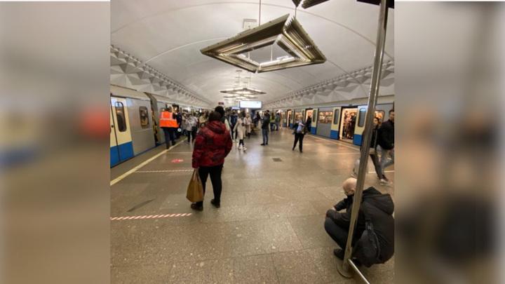 Из-за человека на рельсах перекрыли участок московского метро