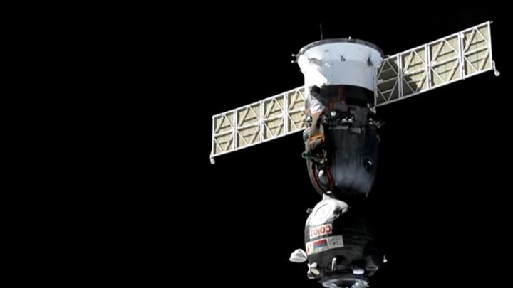 """Космический корабль """"Союз МС-17"""" начал сход с орбиты"""
