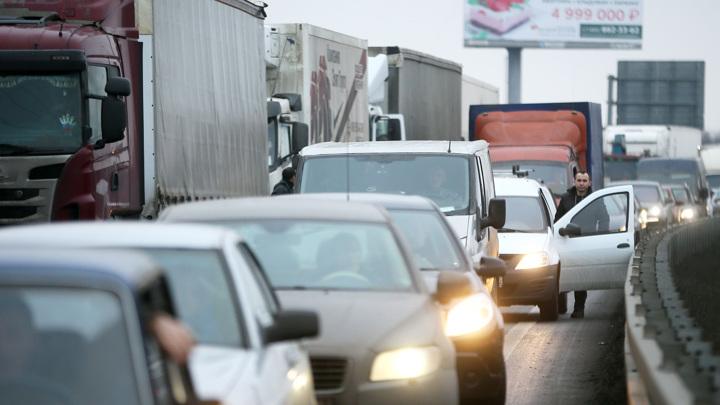 Дептранс прокомментировал запрет на грузовики в пределах МКАД