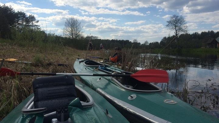 Мог утонуть: под Златоустом вторые сутки ищут пропавшего на реке байдарочника
