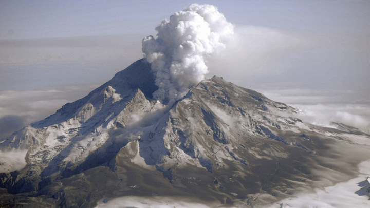 Извержение вулкана Редут на Аляске в 2009 году.
