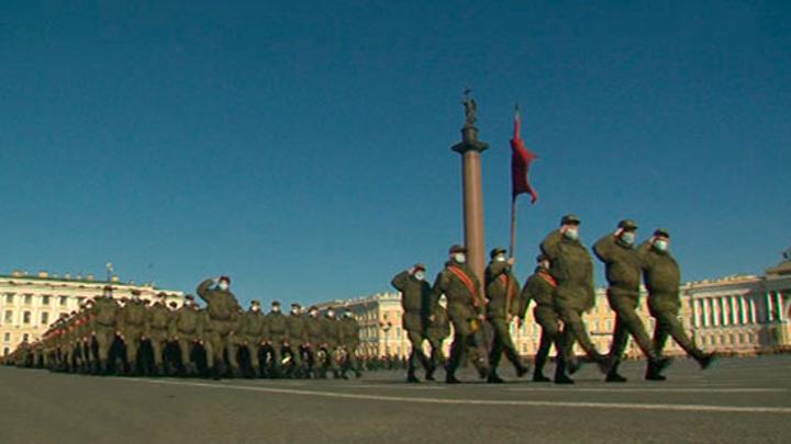 На Дворцовой площади прошла первая репетиция Парада Победы 2021 года