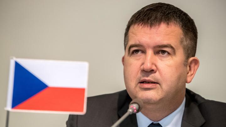 Чехия допустила высылку всех российских дипломатов