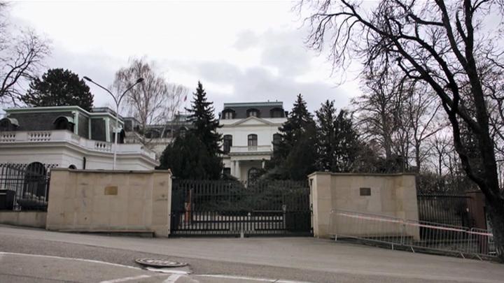 Чехия сократит состав посольства РФ в Праге