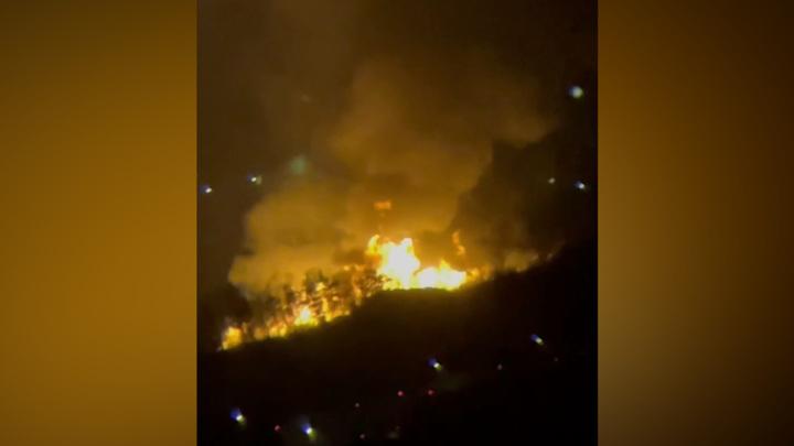Крупный пожар на питерской свалке виден за несколько километров
