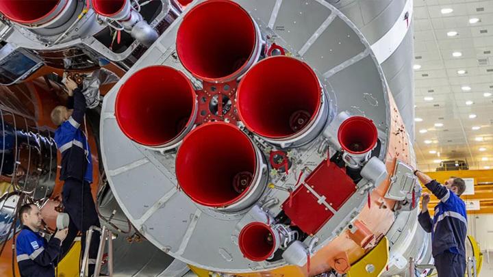 """Ракета """"Союз-2.1б"""" готова к вывозу на стартовый комплекс"""