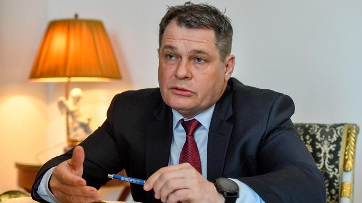 Посол Чехии пока остается в России