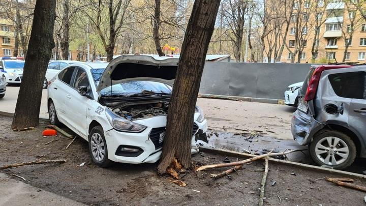 Таксист устроил массовую аварию на юго-востоке Москвы и сбежал