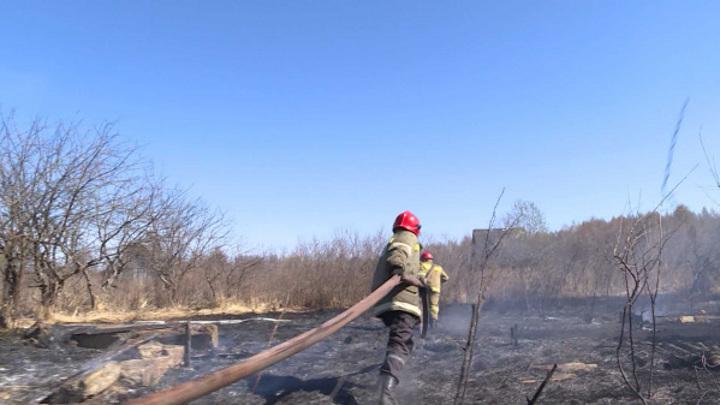 Дети помогали спасать от огня костромской поселок