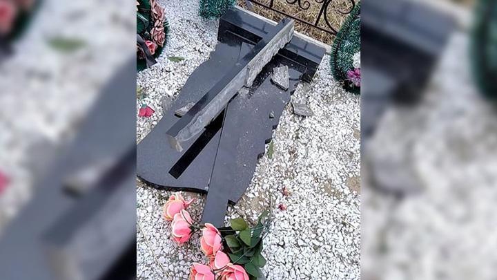 На Амуре несовершеннолетние вандалы повредили могилы на кладбище