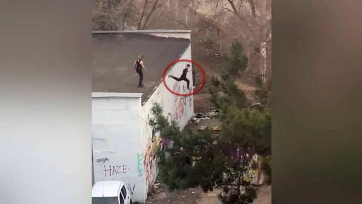 Полицейские проверят публикацию, где дети прыгают с крыши у воронежской школы