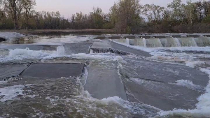 Под Волгоградом размыло только построенную плотину за 169 млн рублей