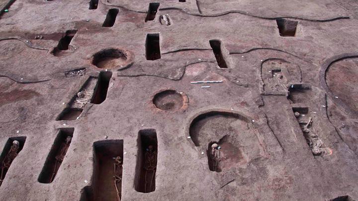 Могилы относятся к разным периодам истории доисторического и Древнего Египта.