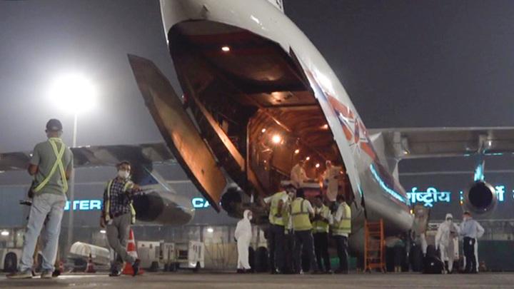 Борт с российской гуманитарной помощью приземлился в Индии