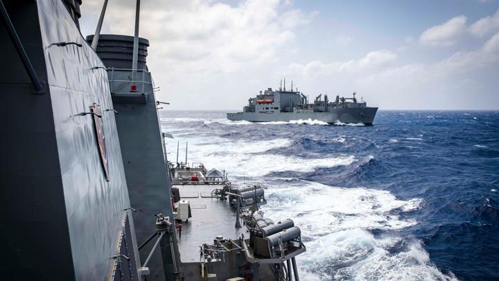 Американский эсминец помешал учениям китайского флота