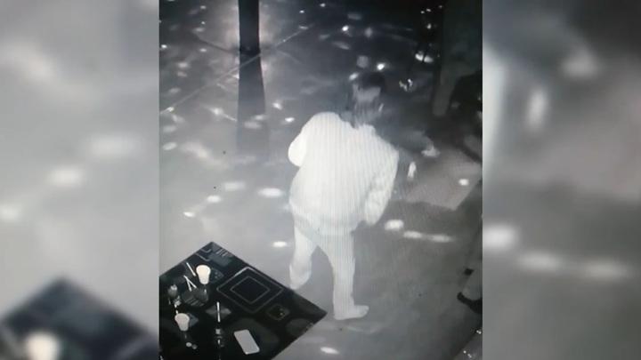 Преступление танцующего воришки попало в объектив камеры наблюдения
