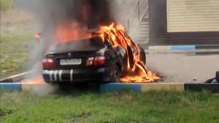 В Подмосковье загорелся автомобиль с маленькими детьми