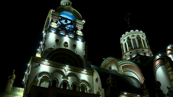 В храмах Сочи прошли ночные пасхальные богослужения