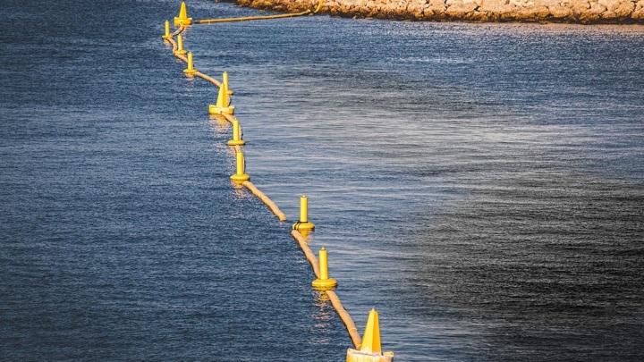 В Ялтинском заливе зафиксировали загрязнение вод нефтепродуктами