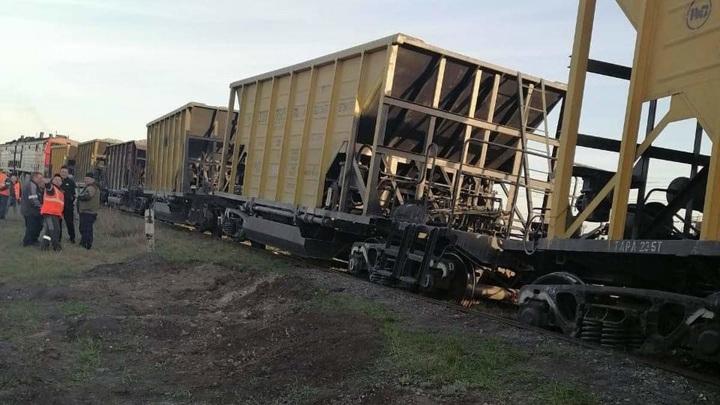 Три вагона со щебнем сошли с рельсов из-за ветхих шпал