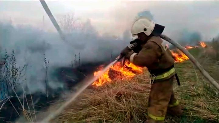 В МЧС рассказали, как защитить дачный участок и дом от пожара