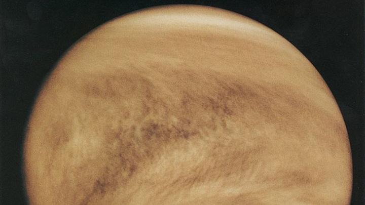 Новое исследование ионосферы Венеры космическим аппаратом стало первым за тридцать лет.