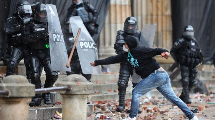 Беспорядки в столице Колумбии: ранены более 90 человек
