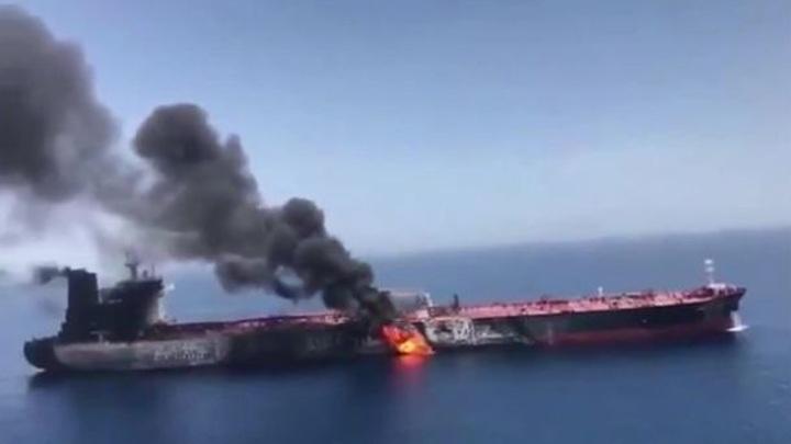 Взрыв произошел на нефтяном танкере у берегов Сирии