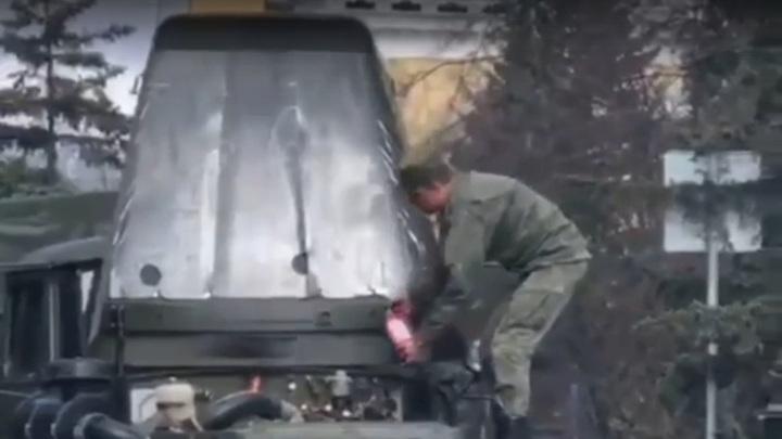 Во время парада в Кемерове загорелся грузовик. Видео