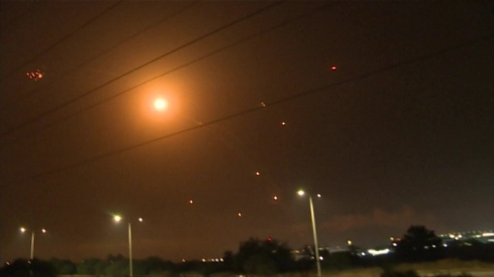 Более десяти часов не прекращались обстрелы Израиля