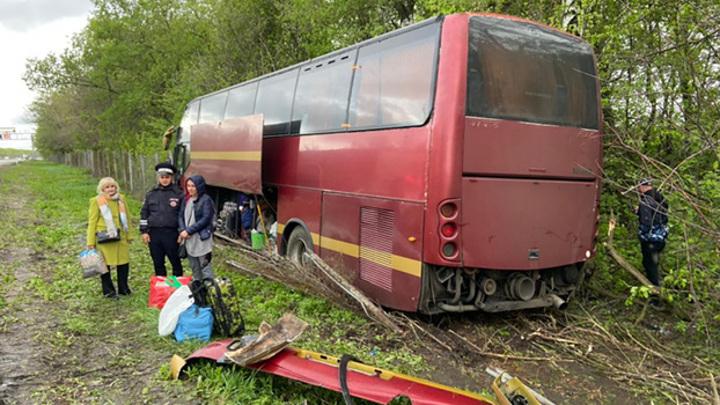 """На трассе """"Дон"""" автобус с 44 пассажирами попал в ДТП из-за порывистого ветра"""