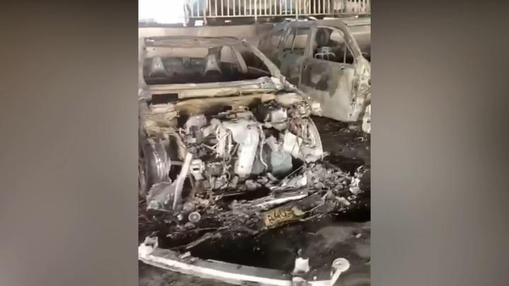 Молодые люди спалили четыре автомобиля на парковке в Химках