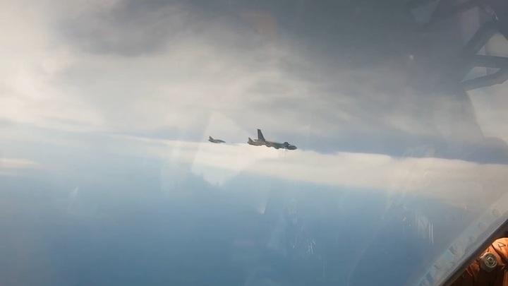 Россияне засняли дозаправку французских истребителей над Черным морем