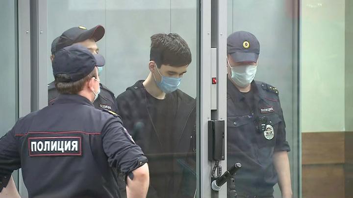 Обвинение напавшему на школу в Казани могут переквалифицировать