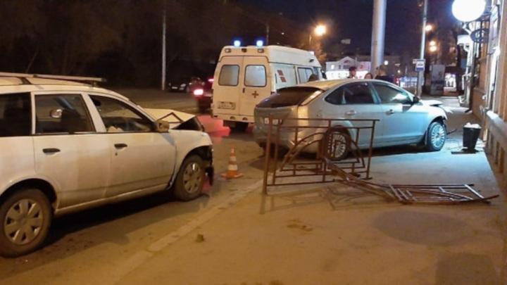 В Иркутске из-за аварии двух автомобилей пострадали три пешехода
